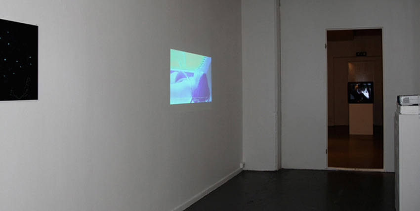 sunbed / map, projector, video. Galleri Kit 2009.